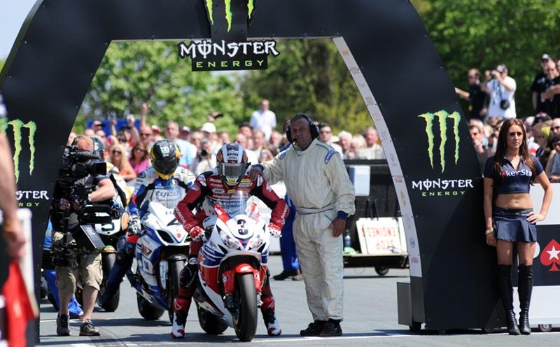 Джон МакГиннес выиграл 20-ую гонку ТТ в карьере