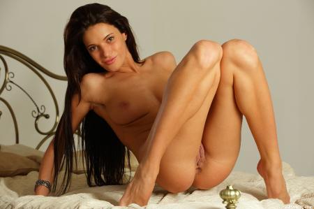 длинноволосая брюнетка порно фото
