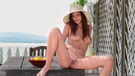 [Twistys.com]Candice Luca Heating Up [2013 г., Masturbation, Solo, Outdoor, 720p]