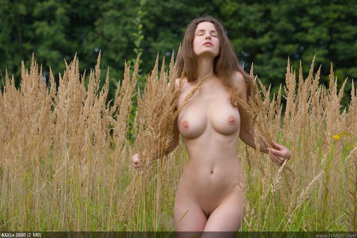 бесплатно фото на природе голых девушек