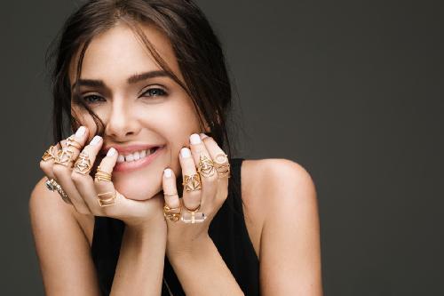 Елена Темникова выпустила новый клип на песню