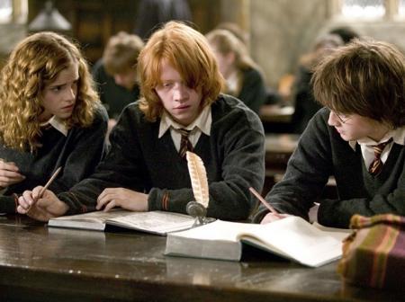 Единственный экземпляр предыстории «Гарри Поттера» похитили в Англии